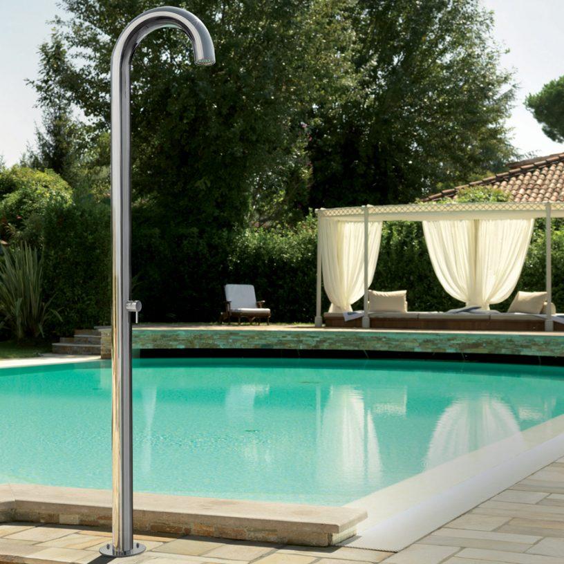 installer une douche piscine pour l'été